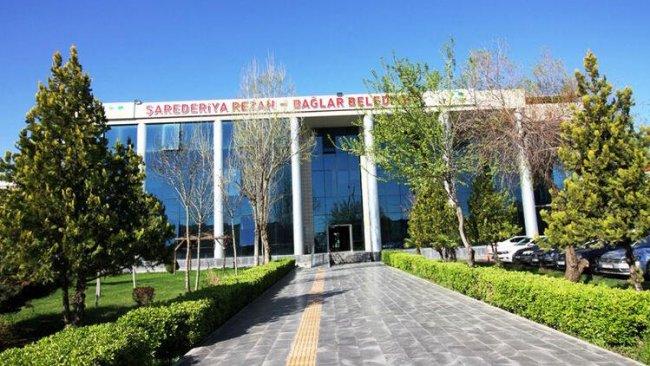 Bağlar'da AK Parti'li belediye başkan yardımcısına 160 lira maaş