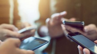 Irak'ta bakanlık çalışanlarına akıllı telefon yasağı