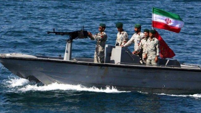 İran Devrim Muhafızları Basra Körfezi'nde yabancı bir tankeri alıkoydu