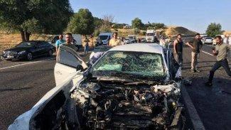 Bingöl'de yolcu minibüsü ile otomobil çarpıştı: 2 ölü, 16 yaralı