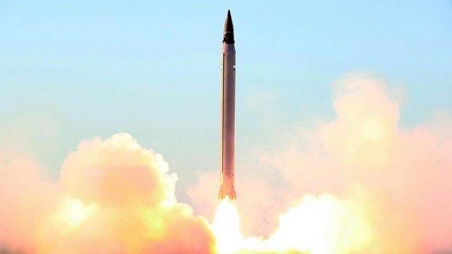 İran balistik füze denemesi yaptı