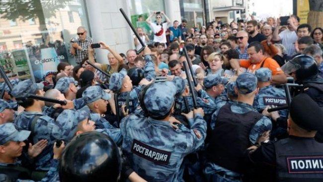 Moskova'daki seçim protestosunda binden fazla kişi gözaltına alındı
