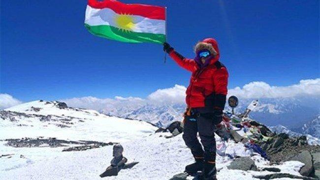 Kürt dağcılar, Kürdistan Bayrağı'nı zirvede dalgalandırdı