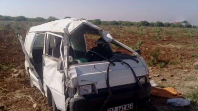 Kilis'te minibüs takla attı.. 2 ölü, 20 yaralı