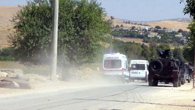 Mardin'de askeri aracın geçişi sırasında patlama!