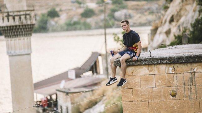 VİDEO - Dünyaca ünlü sporcudan Halfeti'de akrobasi şovu