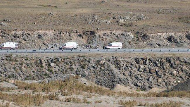 Ağrı'da minibüs devrildi: Çok sayıda ölü ve yaralı var