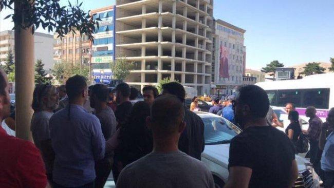 'Kürdistan' diyen gençlere gözaltı girişimi