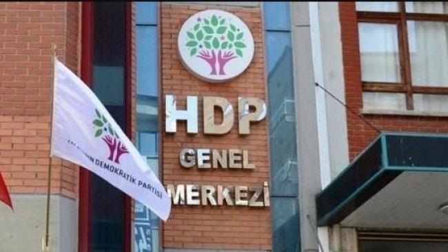 HDP'den parti kapısında bekleyen annelere davet