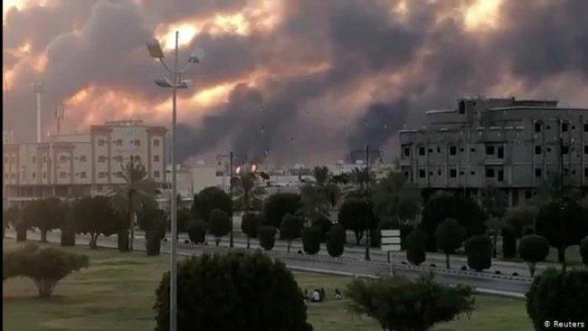 Middle East Eye: Suudi petrol tesislerine Irak'tan kalkan İran SiHA'ları vurdu