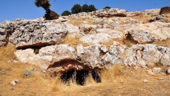 Kaçak kazı Mardin'de bin 500 yıllık tarihi ortaya çıkardı