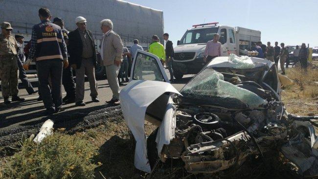 Bitlis'te trafik kazası: 3 ölü