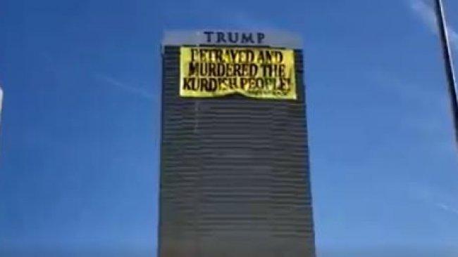 Trump'ın kulesine 'Trump, Kürt halkına ihanet etti' yazısı yansıtıldı