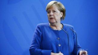 Merkel: Türkiye'yi Kürt ordusuna karşı operasyon için uyardım