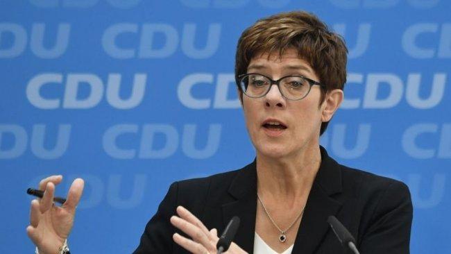 Almanya Savunma Bakanı: ABD, IŞİD'e karşı onlar için sahada savaşanlara sırtını döndü