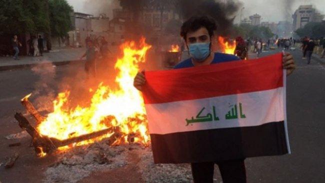 Irak'ta politikacıların evleri ateşe verildi!