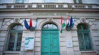 Budapeşte belediye binasına Kürdistan Bayrağı asıldı
