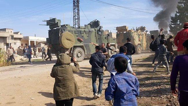 Kobani'de devriye gezen panzerlerden halka ateş açıldı: Ölü ve yaralılar var