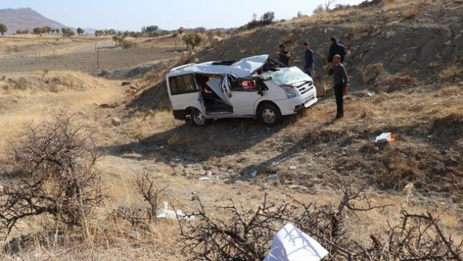 Diyarbakır'da öğrenci servis devrildi: 9 yaralı
