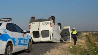 Urfa'da minibüs şarampole devrildi
