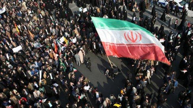 İran'da benzine yapılan zam protesto edildi!