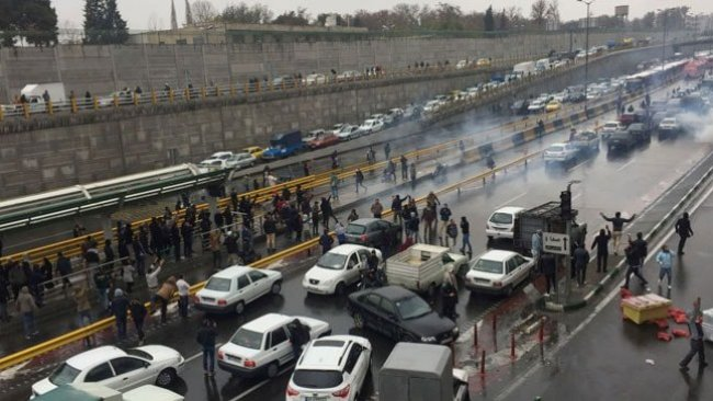 İran'da son durum: Gözaltı sayısı 1000'i buldu