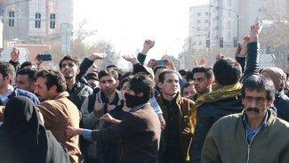 İran'daki protestolar: Af Örgütü 100'den fazla ölü var dedi,Ruhani zafer ilân etti