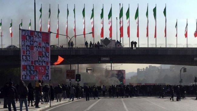 ABD'den sonra bir ülke daha İran'daki gösterilere destek verdiğini açıkladı
