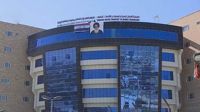 Kürt şehrinde Resmi binalara Sistani posterleri asıldı