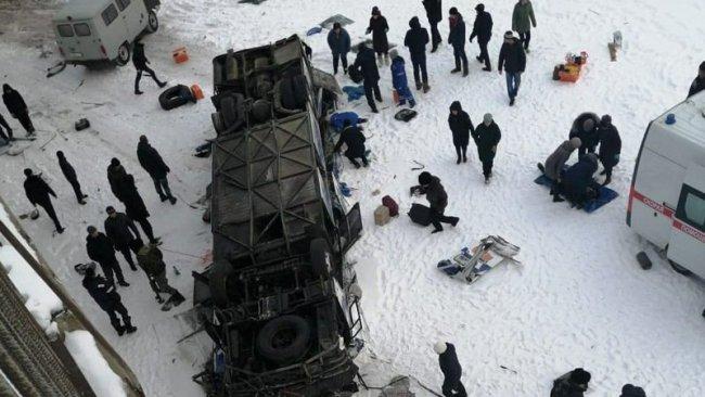 Rusya'da otobüs nehre uçtu: 19 ölü, 21 yaralı