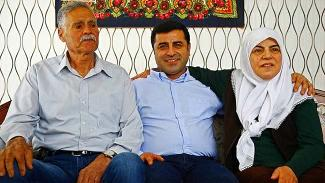 Demirtaş'ın anne ve babası kaza yaptı