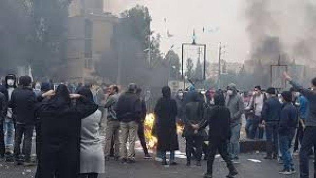 İran'da bu kez de öğrenciler sokağa indi