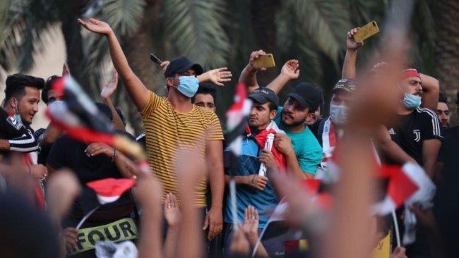 Göstericiler Basra'dan Humeyni'nin adını sildi