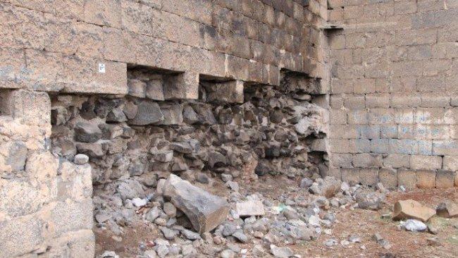 Diyarbakır Surlarının taşları sökülüp satılıyor
