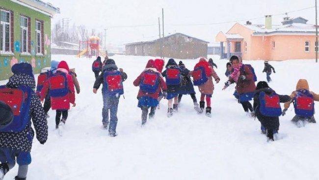 Kürt illerinde eğitime kar engeli