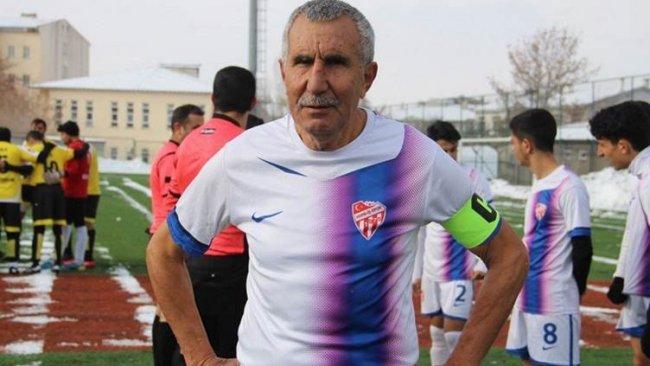 71 yaşındaki futbolcu Kızıltepe'den Erzurum'a transfer oldu
