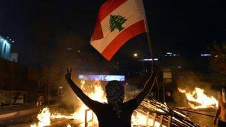 Lübnan sokaklar karıştı: Onlarca yararlı var