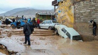 İran'da sel: 400 köy sular altında