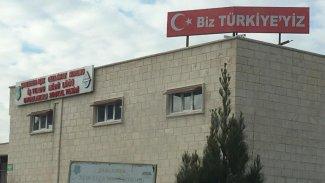 Urfa'da cezaevinin tepesine 'Biz Türkiye'yiz' yazılı tabela konuldu