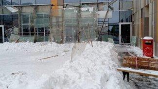 Van'da hastane girişindeki cam tavan çöktü: 9 yaralı