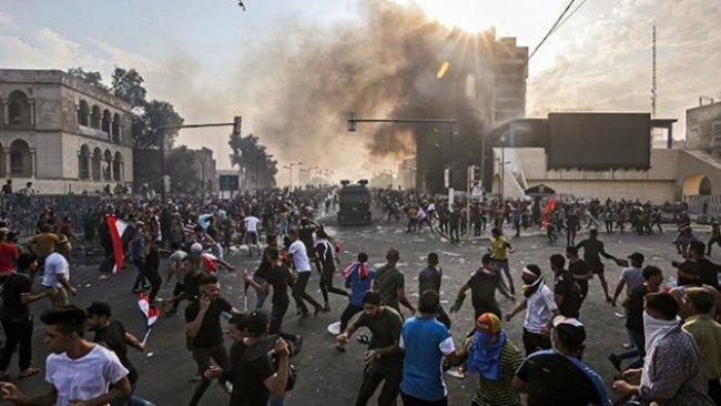 Bağdat'taki protestolarda el bombası atıldı