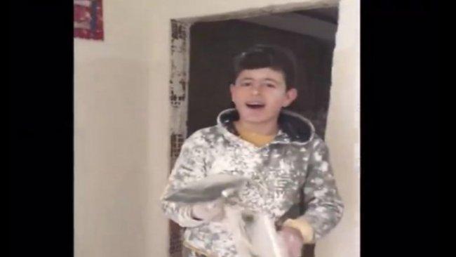 Zülfü Livaneli inşaattaki genç Kürt yeteneğe ulaştı