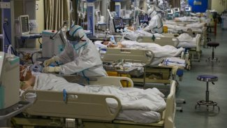 Koronavirüs salgınında bilanço ağırlaşıyor: Ölü sayısı 900'ü geçti!