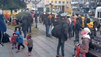 Mülteciler sınıra yürümeye başladı... Yunanistan, Türkiye sınırına genelkurmay başkanını gönderdi!