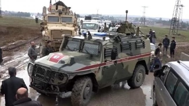 Rojava'da ABD güçleri, Rus askeri konvoyunu durdurdu
