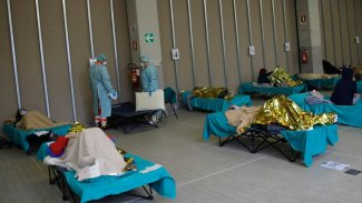 İtalya'da yaşamını yitirenlerin yaş ve cinsiyet dağılımları açıklandı