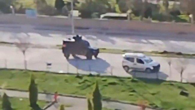 Polislerden yaşlı insanlara Kürtçe uyarı
