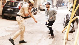 Hint polisinden, virüse karşı sopalı tedbir