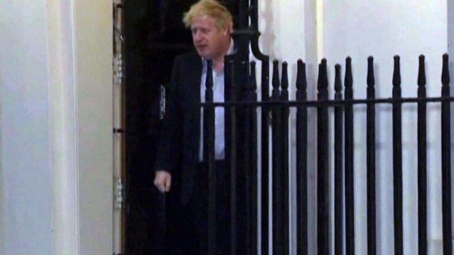 Karantinadaki İngiltere Başbakanı Boris Johson ilk kez görüntülendi