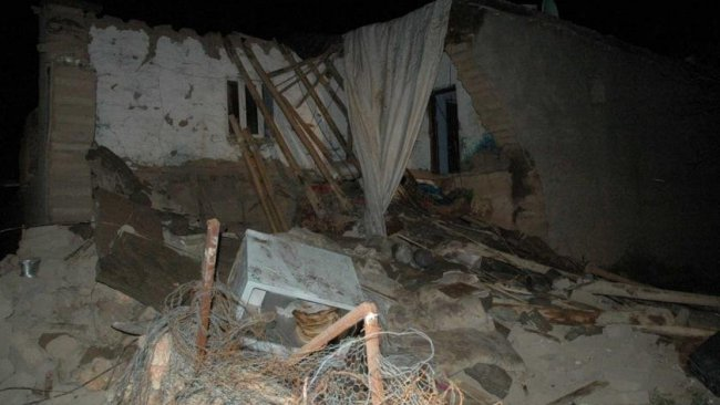 Diyarbakır'da kerpiç ev çöktü, 2 çocuk yaşamını yitirdi